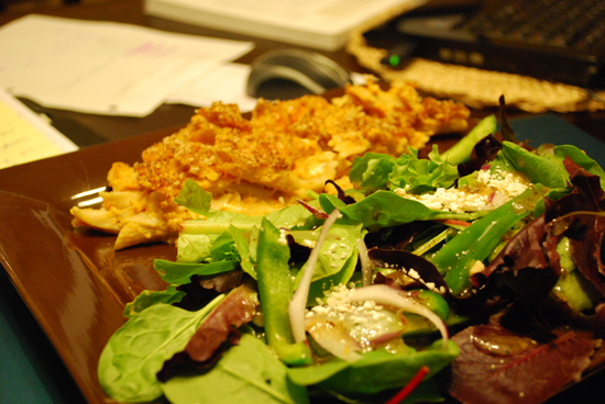 mac-and-cheese-with-salad